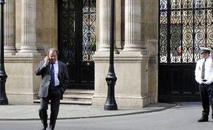 Pierre Charon devant l'Elysée, le 24 novembre 2010.