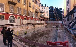 Les travaux sont organisés en trois-huit sur la rue Antoine-Gautier