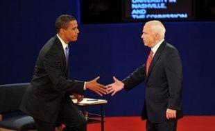 A la traîne dans les sondages, le candidat républicain John McCain a cherché mardi à renverser la tendance, mettant en avant une nouvelle proposition pour racheter les prêts immobiliers, face à un Barack Obama qui a joué la carte de la sérénité au cours d'un débat télévisé dans le Tennessee (sud).