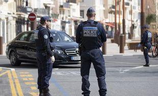 Des policiers municipaux à Cannes, ici le 20 mars 2020 pendant le confinement