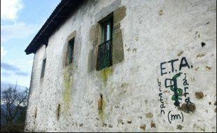 """L'ETA s'est dite prête samedi soir à franchir de """"nouveaux pas"""" pour la résolution du conflit basque, mais a déçu les espoirs d'un renoncement à la violence, dont l'annonce était pourtant jugée """"imminente"""" cette semaine par certains médias espagnols."""