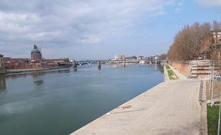 A Toulouse, les quais de la Garonne sont vides ce dimanche 28 février, premier jour de la fermeture au public.