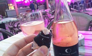 Les glaçons du domaine de la Grande sieste ne dénaturent pas le vin rosé.