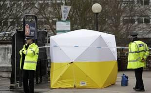 Une tente dressée par la police à proximité du lieu de l'attaque de l'ex-espion russe.