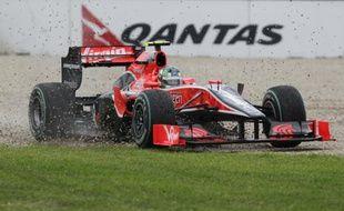 Le pilote Luca DiGrassi, en pleine sortie de route sur sa Virgin lors du Grand Prix d'Australie, le 28 mars 2010