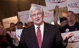Le candidat à l'investiture républicaine pour la Maison Blanche Newt Gingrich remporterait la primaire de Caroline du Sud par 40% contre 26% à Mitt Romney, longtemps grand favori, selon un sondage publié samedi au moment où les électeurs de cet Etat se rendaient aux urnes.