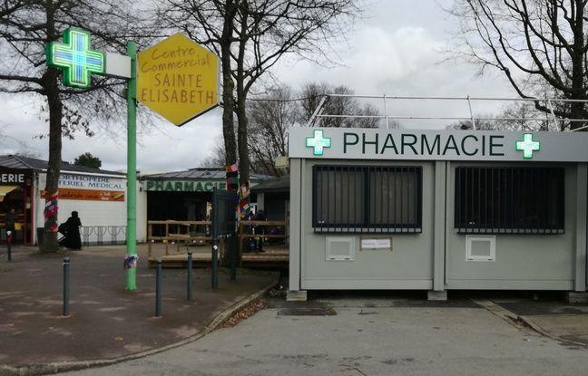 Au centre commercial Sainte-Elisabeth, seulement une pharmacie et une boulangerie sont encore ouvertes.