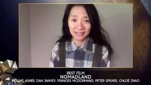 Chloe Zhao, la réalisatrice de « Nomadland » à la cérémonie des Bafta.