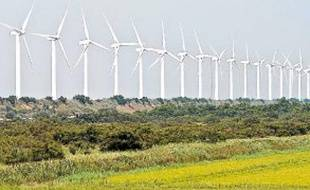 La France produit 7125 MW d'électricité grâce à ses éoliennes.