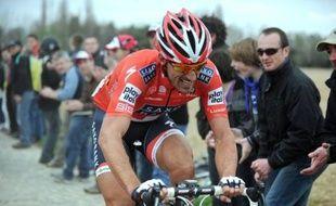 Cancellara sur les routes de Paris-Roubaix, le 11 avril 2010.