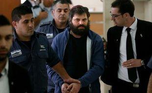 Yosef Haim Ben David, principal accusé dans le meurtre d'un adolescent palestinien brûlé vif en 2014, à son arrivée le 19 avril 2016 au tribunal à Jérusalem