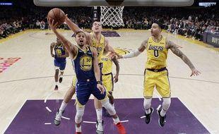 Stephen Curry en action face aux Lakers.