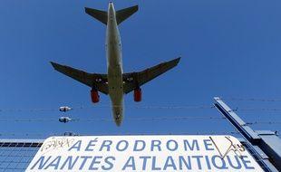 Un avion se pose sur l'aéroport Nantes-Atlantique