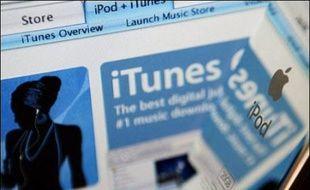 Après Intel et Microsoft, la Commission européenne s'attaque à un autre géant américain de l'informatique, Apple, et sa boutique de musique en ligne, iTunes, à la grande joie des consommateurs, nombreux à critiquer les pratiques commerciales du groupe à la pomme.