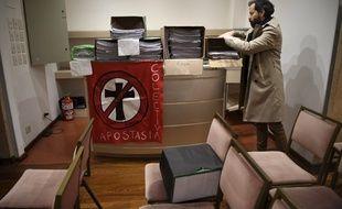 3.000 Argentins ont déposé vendredi une demande d'apostasie au siège de la conférence épiscopale à Buenos Aires.