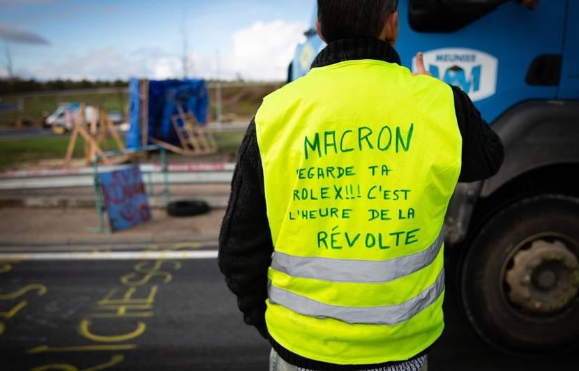 """Résultat de recherche d'images pour """"macron gilets jaunes"""""""