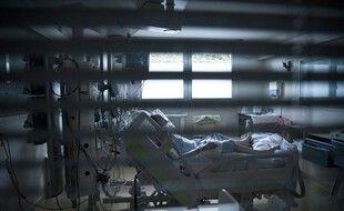 Le pic de la première vague est encore loin, avec 7.000 patients en réanimation en avril 2020