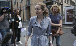 Nathalie Kosciusko-Morizet sort de l'hôpital Cochin accompagnée par son frère Pierre le 16 juin 2017.