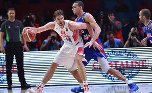 Pau Gasol à la lutte ave Rudy Gobert pendant la demi-finale Espagne-France de l'Eurobasket 2015
