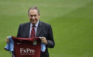 Gérard Houllier, lors de la présentation du maillot d'Aston Villa, le 10 septembre 2010.