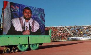 Des soutiens du mouvement chiite houthi prennent part à un rassemblement dans un stade de Sanaa, au cours duquel est retransmis sur grand écran un discours télévisé de leur chef Abdel Malek Al-Houthi, le 7 février 2015