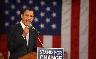 Chez les démocrates, Hillary Clinton, Barack Obama et John Edwards apparaissent au coude à coude tandis que Mike Huckabee et Mitt Romney se disputent la première place dans les caucus (assemblées d'électeurs) de l'Iowa prévus jeudi.