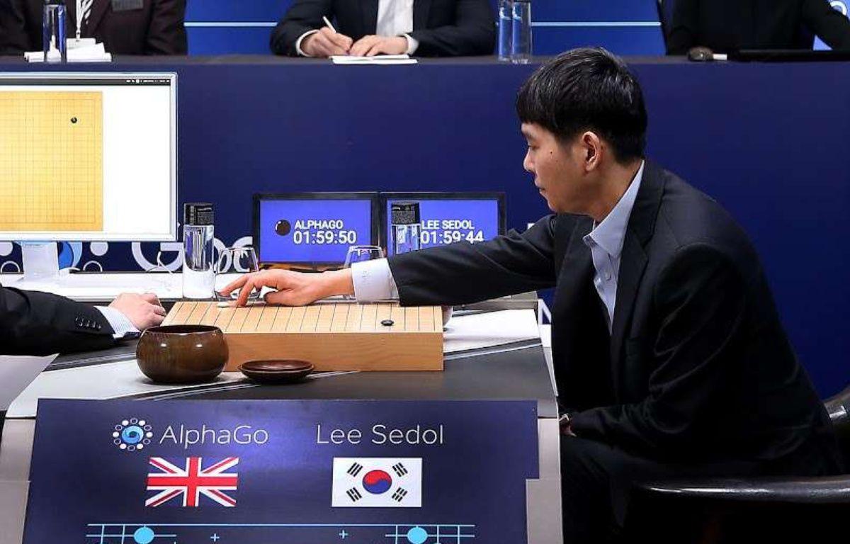 Le grand maître sud-coréen du jeu de go, Lee Se-Dol, lors de la deuxième manche face à l'ordinateur AlphaGo le 10 mars 2016 à Séoul. – Yonhap News/NEWSCOM/SIPA