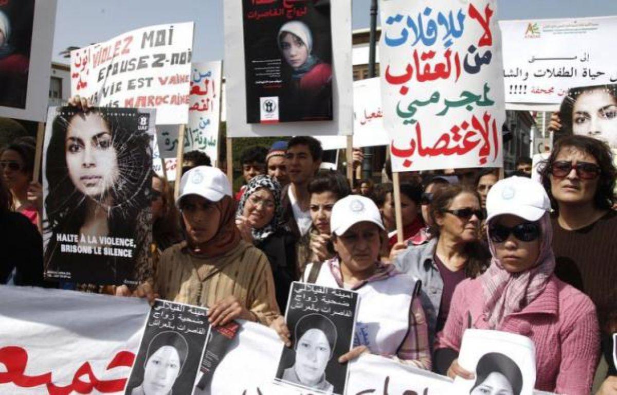 Une semaine jour pour jour après le suicide d'une adolescente contrainte d'épouser son violeur, plusieurs associations féminines marocaines ont organisé samedi un sit-in devant le parlement pour réclamer la réforme d'une loi discriminatoire envers les femmes. – - afp.com