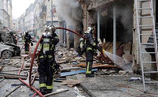 Intervention des pompiers après une explosion qui a fait 4 morts en plein cœur de Paris, le 12 janvier 2019.