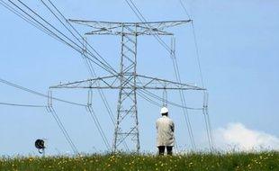 """La France importera cet hiver de moindres quantités d'électricité qu'il y a un an, malgré une hausse sensible de la consommation, a indiqué jeudi le Réseau de Transport d'Electricité (RTE), en jugeant que le risque de coupure était """"modéré""""."""