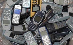 Vieux téléphones portables à recycler.