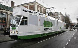 A Amsterdam, le tram transporte les habitants comme les marchandises.