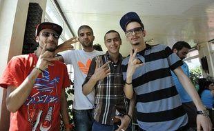 Le rappeur tunisien Ala Yaacoubi (2e en partant de la droite), alias Weld El 15, arrive au tribunal le 13 juin 2013, avec trois autres rappeurs tunisiens.
