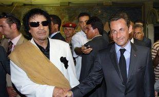 Nicolas Sarkozy photographié avec Mouammar Khadafi lors d'une visite du président français à Tripoli en juillet 2007.