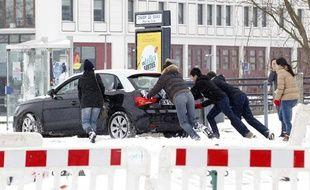 De fortes neiges paralysent la métropole lilloise.