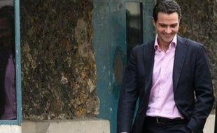 """La hiérarchie de Jérôme Kerviel, le trader de la Société Générale soupçonné de falsifications qui lui ont fait perdre 4,9 milliards d'euros, a été """"défaillante dans la supervision de ses activités"""", révèle le rapport interne de la banque publié vendredi."""
