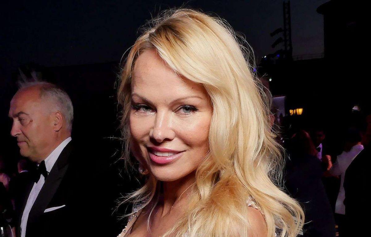 Pamela Anderson à Cannes le 23 mai 2017. –  Swan Gallet/WWD/Shutter/SIPA