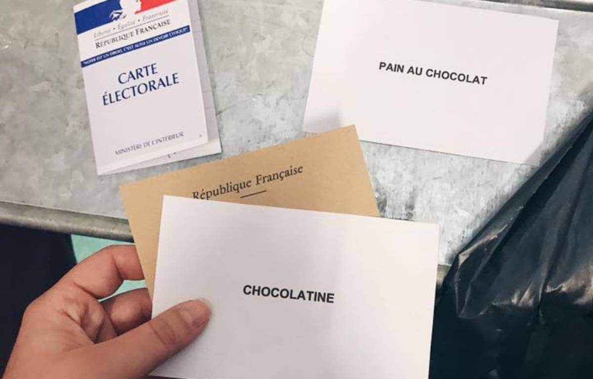 L'acte militant et drôle d'une adepte de la chocolatine lors du premier tour de la Présidentielle. – Comité de défense de la chocolatine