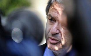Le tribunal correctionnel de Paris a condamné vendredi Christian Blanc pour avoir diffamé son chef de cabinet, mais l'a relaxé pour les propos où il suggérait que son collaborateur était en partie responsable du scandale des cigares qui lui a coûté son poste en 2010.