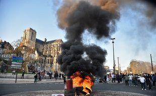 Manifestation de forains à proximité de l'hôtel de ville du Mans.