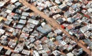 La crise pourrait faire basculer 8 millions d'Africains dans l'extrême pauvreté  (ici, les bidonvilles de Johannesbourg, en Afrique du Sud).