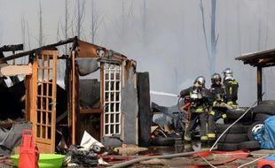 Un incendie a détruit 1.500 mètres carrés d'un camp de Roms vendredi en début d'après-midi à Noisy-le-Grand (Seine-Saint-Denis), sans faire de blessé, ont annoncé un porte-parole de la brigade de sapeurs-pompiers de Paris (BSPP) et la préfecture.