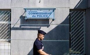 Vue extérieure en date du 20 juillet 2013 du commissariat de Trappes