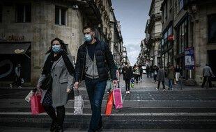 Image d'illustration de passants à Bordeaux.