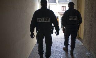 Illustration de policiers armés.