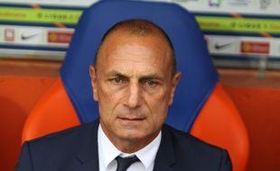 L'entraîneur du MHSC Michel Der Zakarian, est en colère après les arbitres vidéo.