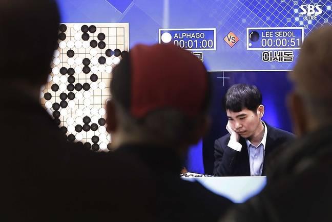 Le Sud-Coréen Lee Sedol, numéro 3 mondial de go, battu par AlphaGo, le programme de Google Deep Mind
