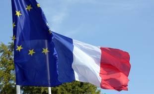 Illustration des drapeaux européen et français.