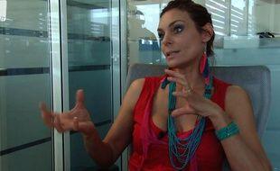 Capture d'écran de l'interview vidéo de Zara Whites (Esther Spincer), secrétaire nationale de l'Alliance écologiste indépendante et ancienne actrice porno.
