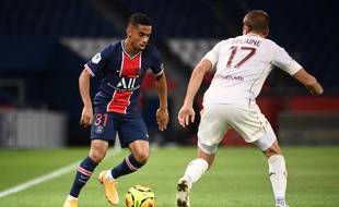 Un duel lors de PSG-Metz
